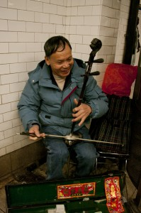 Street Photography, Chinatown, NYC, Subway, street performer, chinese classic instrument, busker